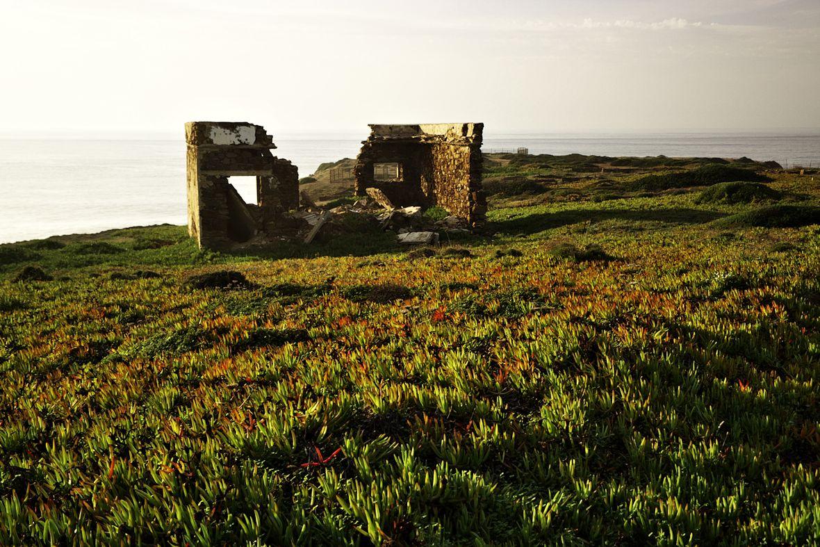 Ruiny na Ponta da Atalaia