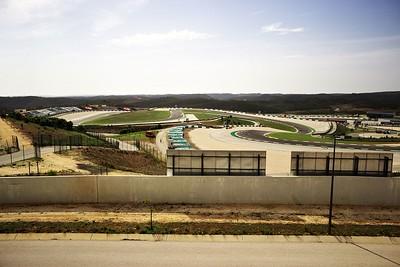 Závodní okruh v Algarve. Shodou okolností se tu zrovna jel jakýsi závod.