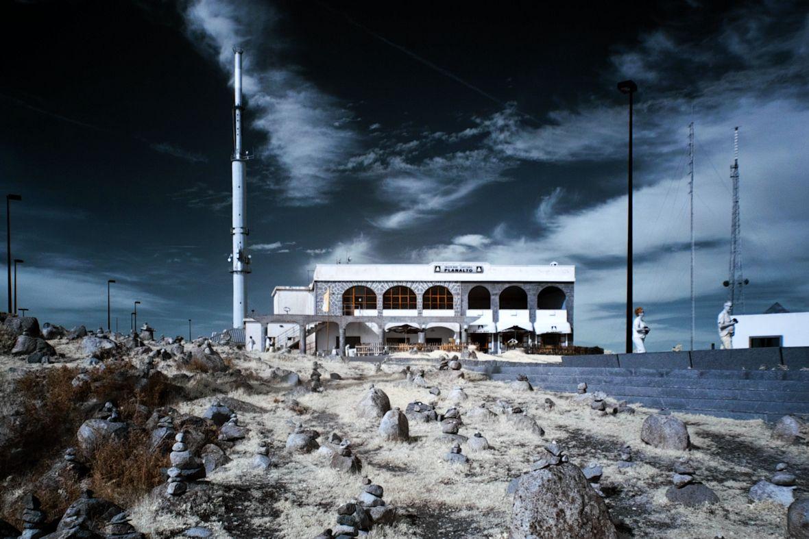 Restaurace na vrcholku Foiy v infračervené...