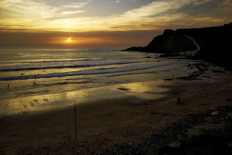 Západ slunce nad pláží Arrifana