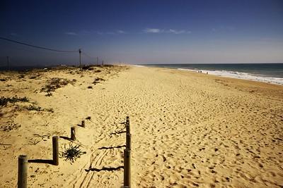 A pohled ze stejného místa opačným směrem. Na téhle pláži opravdu není nejmenší problém najít si místo s dostatkem soukromí...