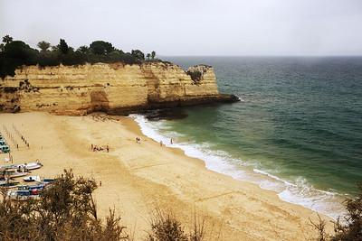 Praia da Senhora da Rocha vedle onoho útesu