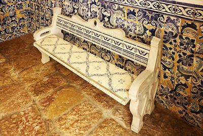 Klasické Portugalsko - kachlíčky úplně všude. I na lavičce.