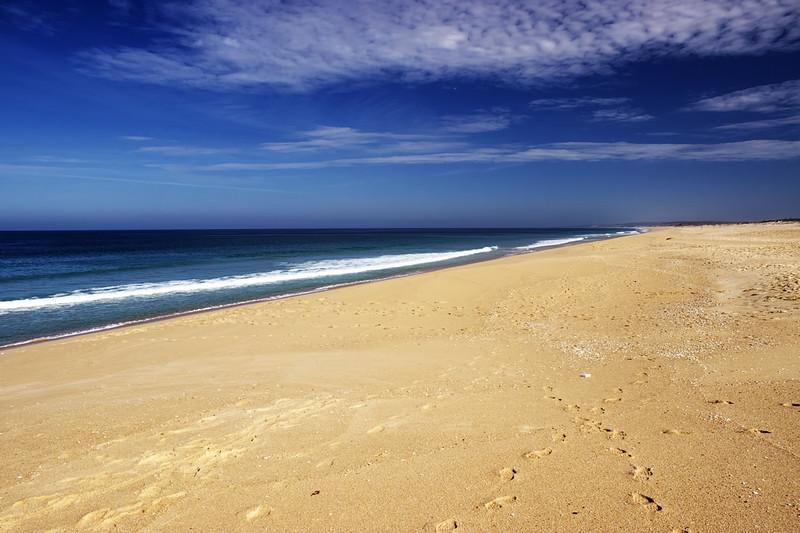 Tímhle směrem, jak už jsem zmiňoval u fotografií z předchozího dne, pláž pokračuje nějakých 40 kilometrů...