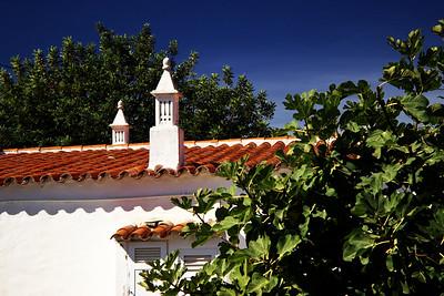 Jsme v Algarve, takže zdobené komíny