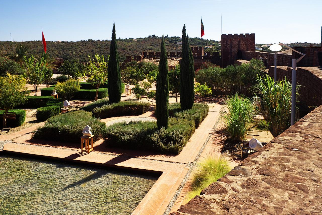 Zahradní galerie na nádvoří hradu Silves
