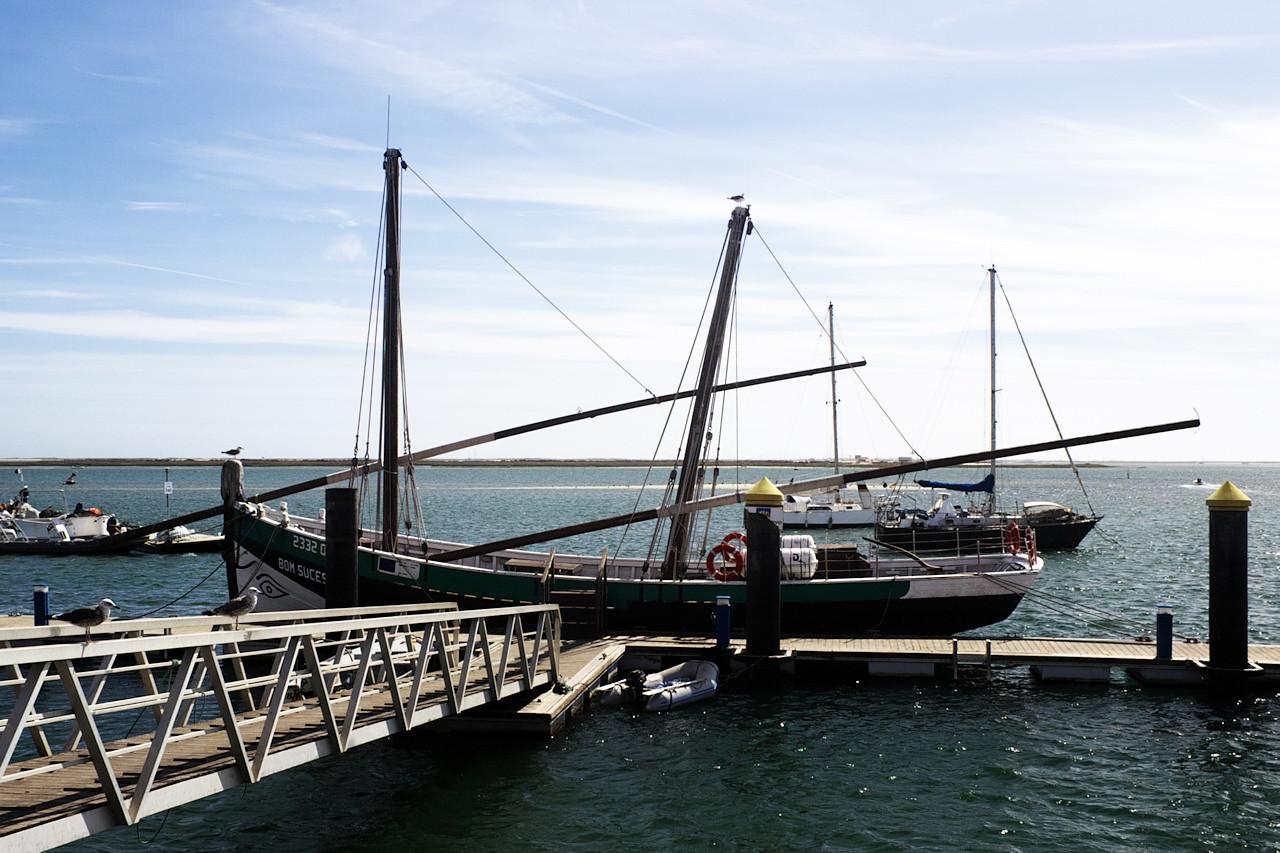 Rybářská loď Bom Sucesso, na které (respektive na originálu, tohle je replika) přepluli v roce 1808 mořeplavci z Olhao za tři měsíce Atlantik a přistáli v Riu de Janeiru. Ano, zní to neuvěřitelně.