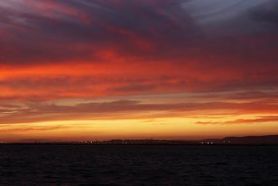 Západ slunce nad Farem začíná nabírat neskutečné odstíny