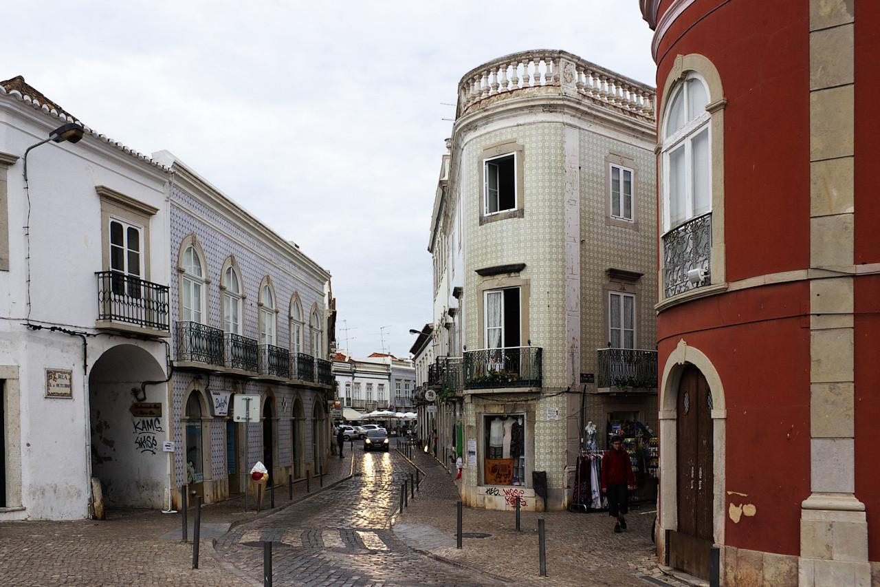 Ilustrační snímek portugalských měst č. 2 - kachlíčky a úzké uličky jsou všude