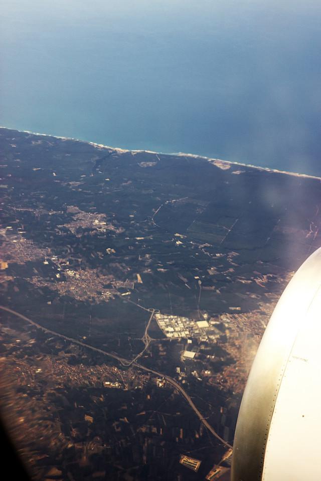 Za motorem se z větší části ukrývá město Marinha Grande