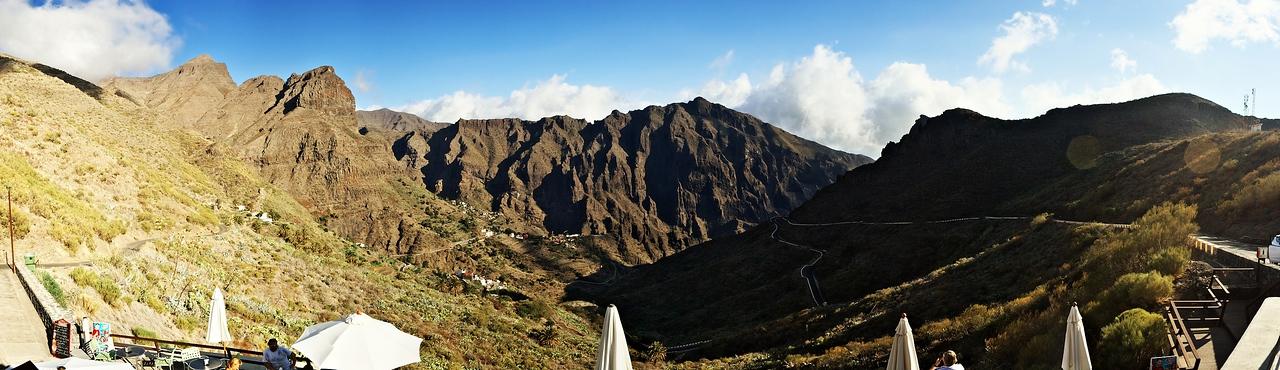 Panoráma údolí Mascy z vyhlídky Mirador de la Cruz de Hilda