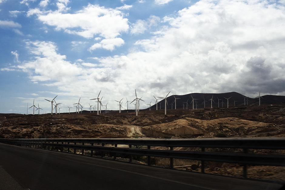 Pole větrných elektráren u Casablancy