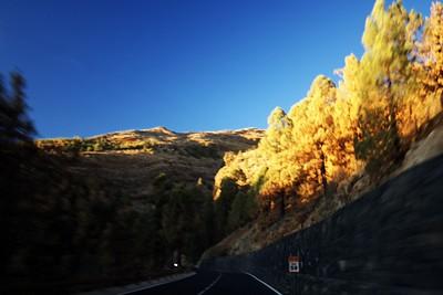 Okraj kaldery v podvečerním slunci