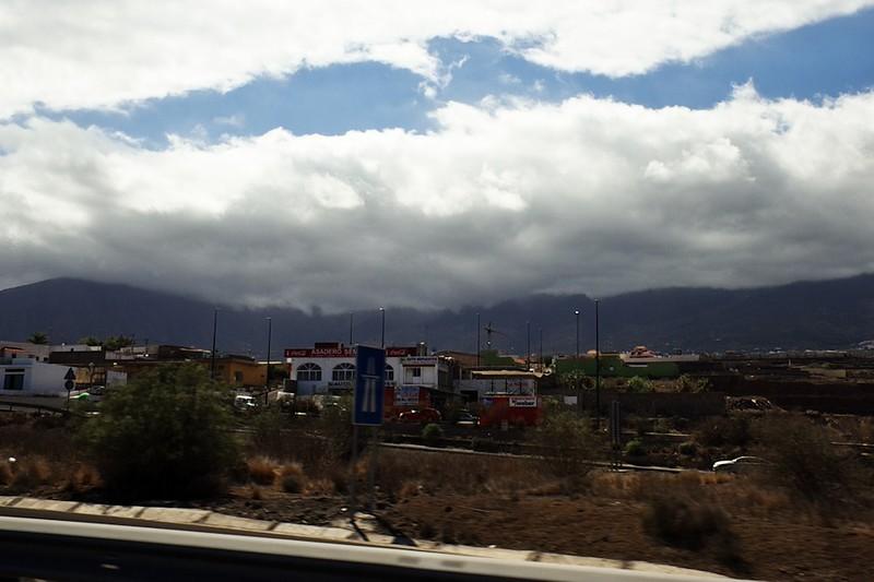 Pohled směrem ke kaldeře z dálnice od El Socorro