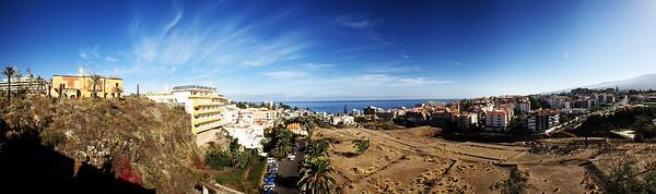Panoráma Puerto de la Cruz ve směru k pobřeží, odpovídá výhledu z balkónu apartmánu