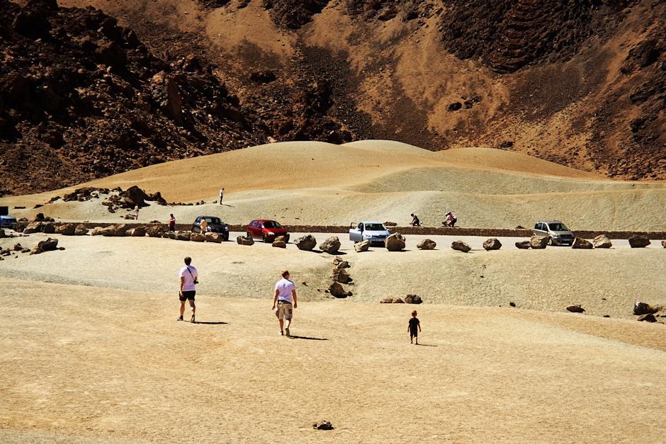 Na zemi tu není písek, spíš takový středně hrubý štěrk. Ale to mu nebránilo vytvářet místy krásné útvary, připomínající duny.