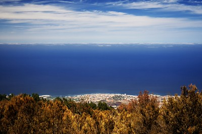 Puerto de la Cruz z vyhlídky El Guancho, zhruba 1300 metrů