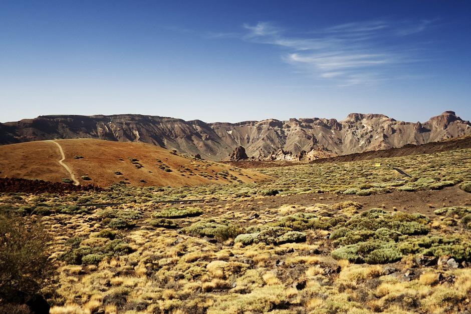 Kaldera Las Caňadas del Teide. Vpravo El Sombrero.