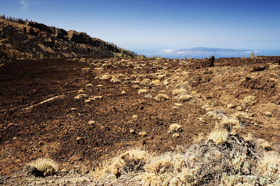Výhled na ostrov La Gomera od vyhlídky na Pico Viejo je dnes výjimečně jasný, asi nejlepší, jaký jsme na Tenerife za celý týden viděli.