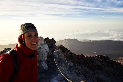 Tenhle obrázek poměrně hezky vystihuje atmosféru i naše pocity. 3718 metrů vysoká hora pokořena.