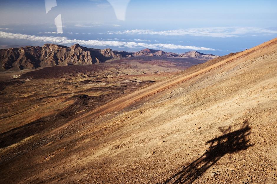 Cestou se nám otevírají úžasné pohledy na celou kalderu