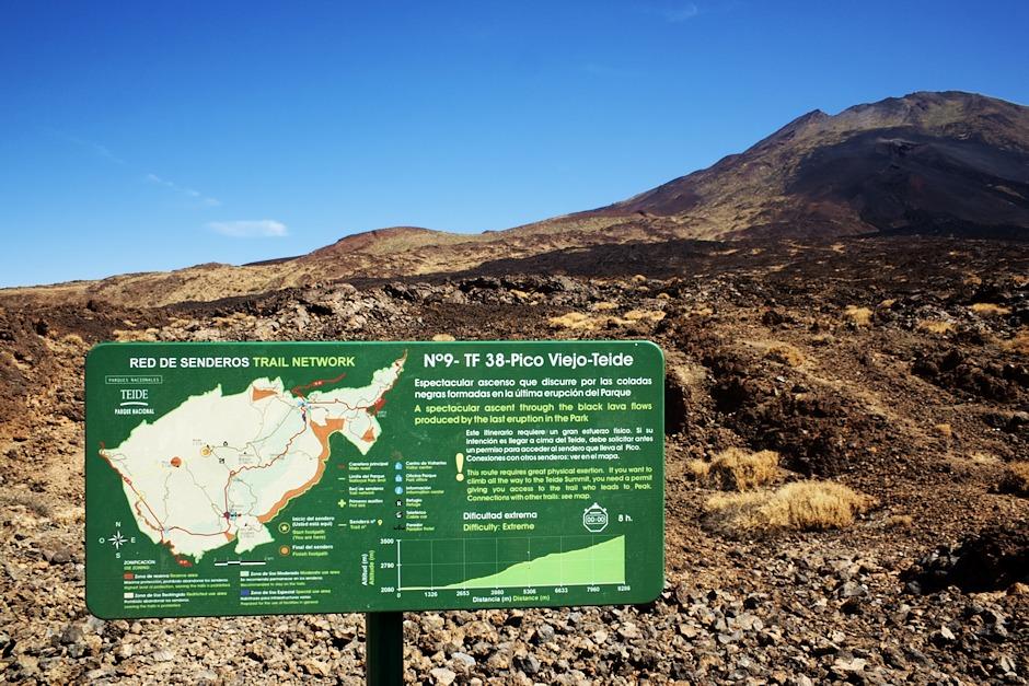 Pokud by se někomu výstup na Teide přes Montaňu Blancu a chatu Altavista zdál příliš snadný, může to zkusit z druhé strany přes Pico Viejo patrně nejnáročnější stezkou na Tenerife. Obtížnost stezky - extrémní. Předpokládaná doba k výstupu - osm hodin. Ke kráteru Pico Viejo se nicméně (logicky) dá dostat i z druhé strany, tedy od horní stanice lanovky relativně snazší a hlavně kratší cestou. Pokud se sem někdy vrátíme (a doufáme, že ano), vydáme se tam právě touto cestou.