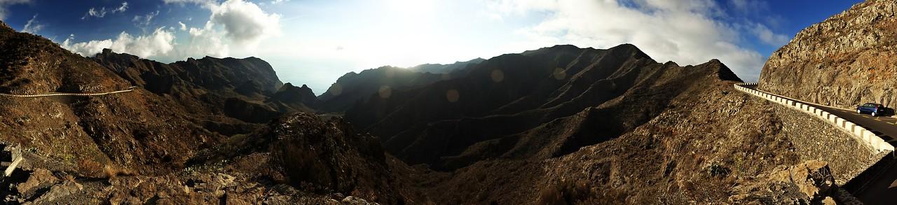 Panoráma z vyhlídky pod hřebenem pohoří Teno