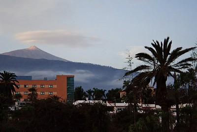 Pico del Teide ve vycházejícím slunci