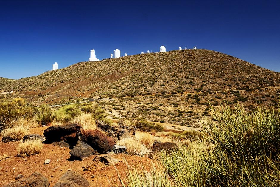 Observatoř Izaňa z vyhlídky na Arenas Negras, kde jsem pořídil předchozí noční fotky observatoře a Mléčné dráhy