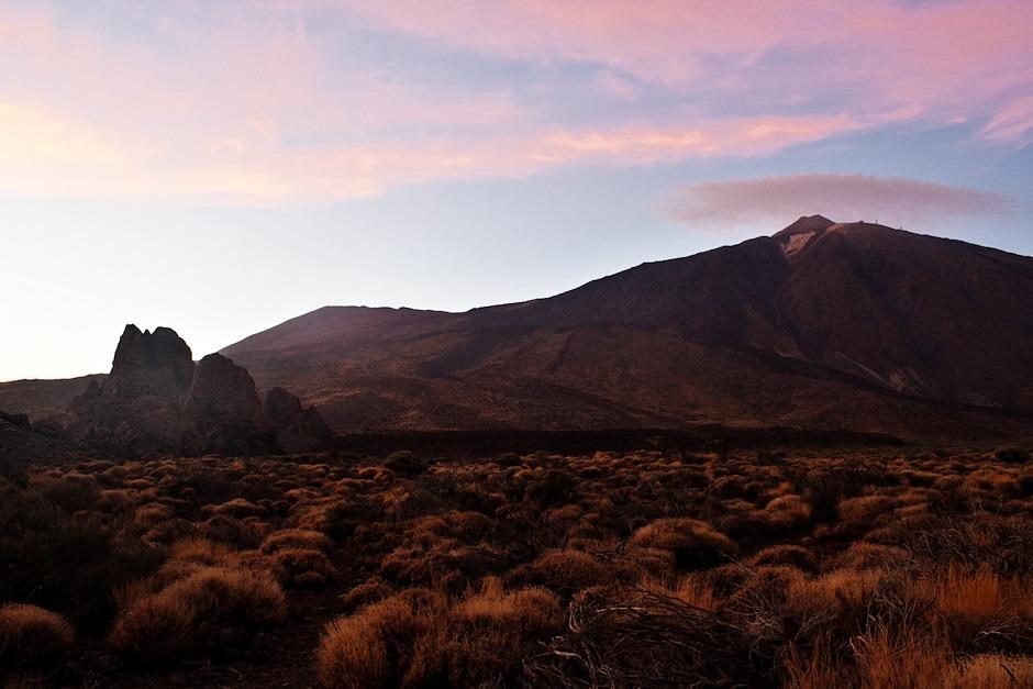 Los Roques de García a Teide v zapadajícím slunci