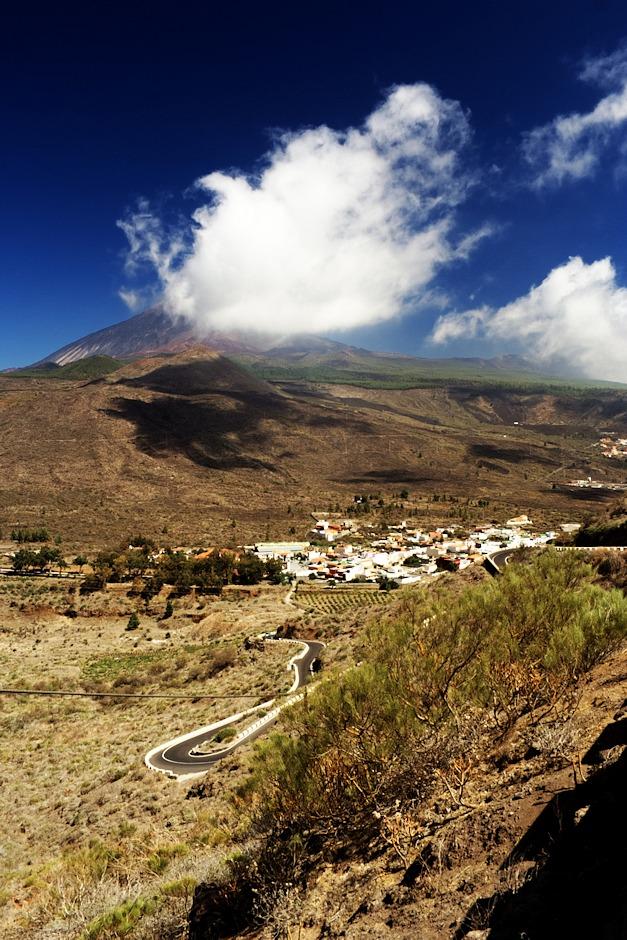 Santiago del Teide z hřebenu nad Mascou