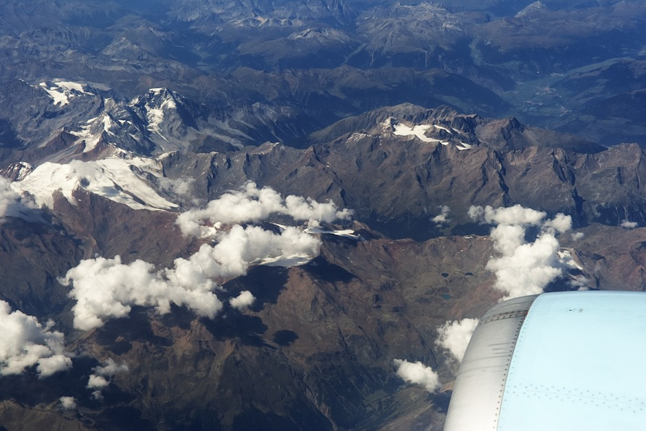 Itálie, detail pohoří Ortles. V pravé horní části snímku znovu Vertainspitze, v levé horní části hora Ortler, nejvyšší hora celého pohoří.