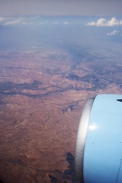 Španělsko poblíž města Híjar, vpravo uprostřed meandry řeky Ebro