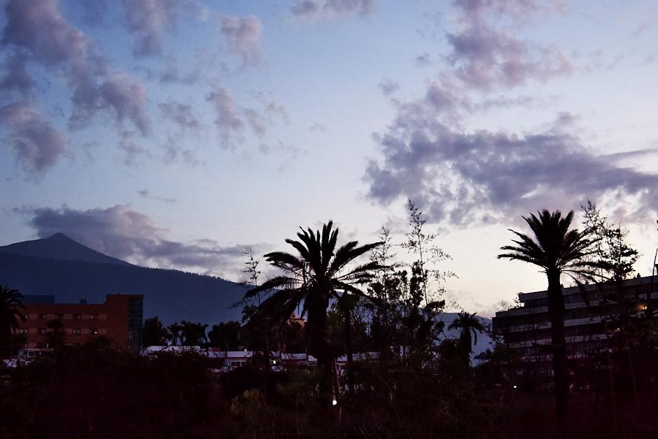Večerní výhled z terasy apartmánu směrem k Teide