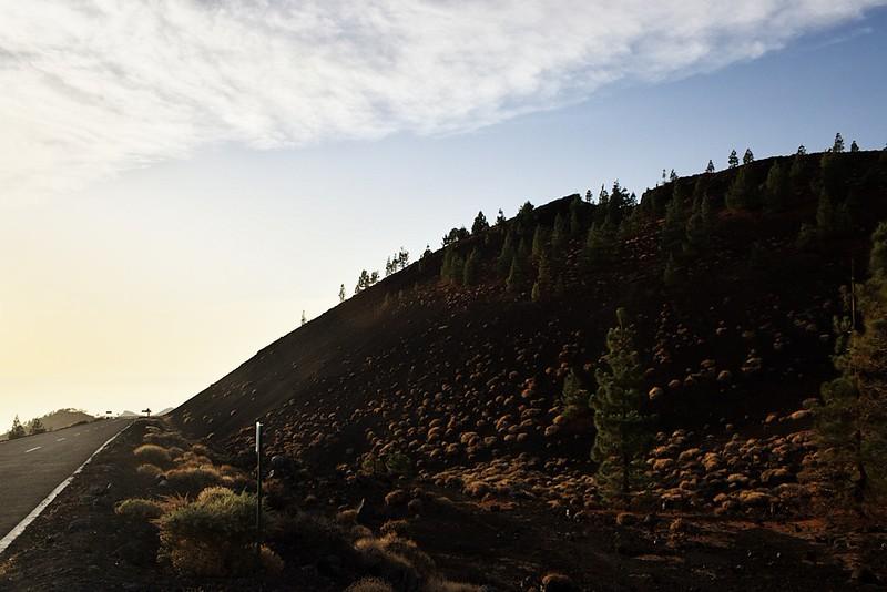 Montaňa Samara je úžasné místo s neuvěřitelnými barevnými kontrasty. Bohužel jsme se tu ocitli v době, která fotografování této hory příliš nepřála - byla odevšad takřka v protisvětle. Moc rád bych se sem vrátil v nějakou jinou denní dobu.