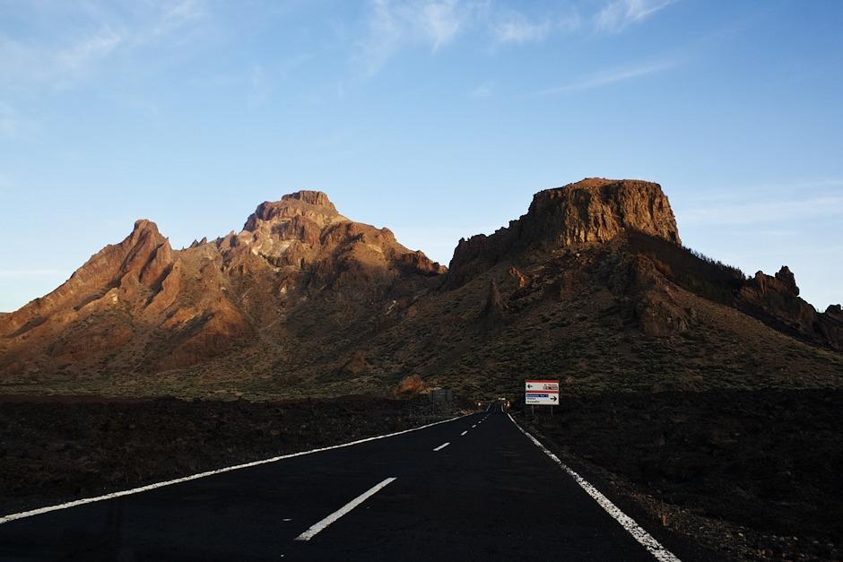 Jihovýchodní kraj sopečné kaldery u křižovatky se silnicí od Vilafloru a obecně z jižního pobřeží