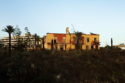Ruina na kopci hned vedle hotelu (takže se nacházela výše, než byla úroveň našeho balkónu v sedmém patře hotelu)