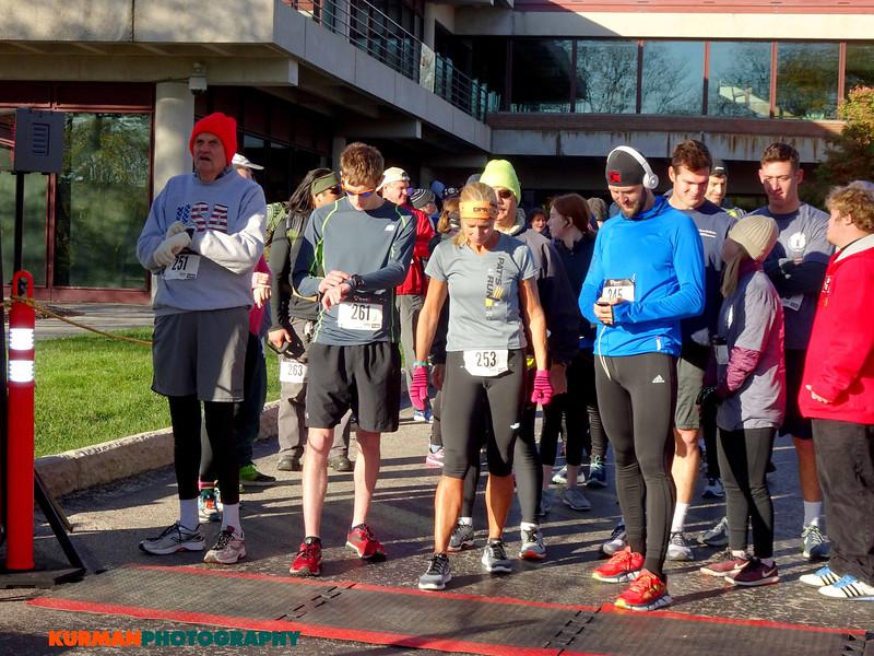 Starting line at Freedom Golf Association 5K Run/Walk in Oak Brook October 29, 2017
