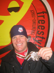 2005 World Champioinships moguls gold medalist Nate Roberts poses with his second Worlds medal, a bronze in Madonna di Campiglio (credit: Doug Haney/U.S. Ski Team)