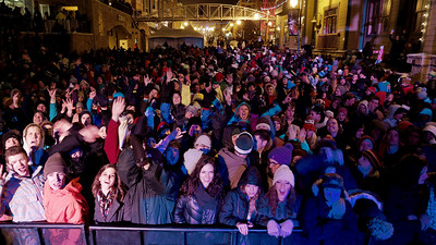 The crowd at the World Cup party concert on Main Street in Park City. 2013 VISA FIS Freestyle World Cup Photo: Sarah Brunson/U.S. Ski Team
