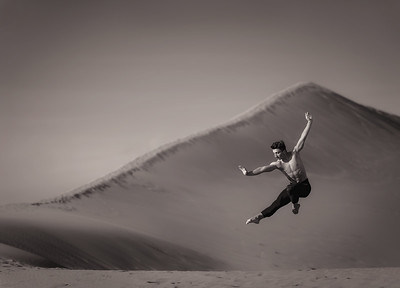 Colton at Bruneau Sand Dunes. Image by Mike Reid, Boise Photographer.