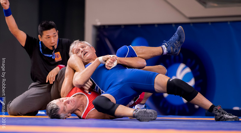 Kenneth David PETERS (USA) df  Nikolay YAROSHENKO (RUS) by FALL, 10-2                                      Photo Robbert Wijtman