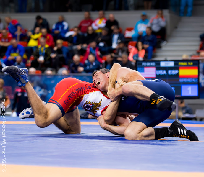 Roberto ESTEVEZ ALVAREZ (ESP) df  Stephen Bradford HORTON (USA) by FALL, 11-2                           Photo Robbert Wijtman-2