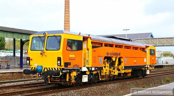 DR73920 (Tamper / Liner) heads west through Totnes on: 6J81 10:23 Taunton to Tavistock Junction  13/11/14
