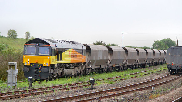 66842 runs round in Wrawby Sidings next to Barnetby on the: 4Z66 17:00 Scunthorpe BSC to Shildon 28/06/11