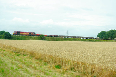 60087 heads east through Cholsey on the: 6O26 10:20 Hinksey Yard to Eastleigh Yard  16/07/09
