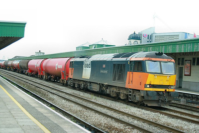 60059 heads east through Cardiff Central on the: 6B13 05:10 Robeston to Westerleigh  18/08/09