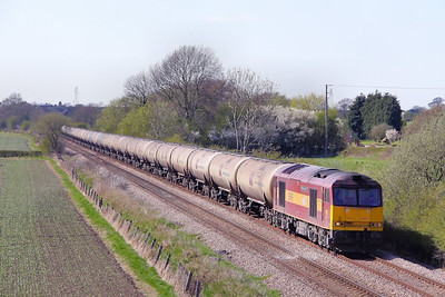 60071 heads east through Barrow-on-Trent on the: 6E41 11:41 Westerleigh to Lindsey  21/04/10