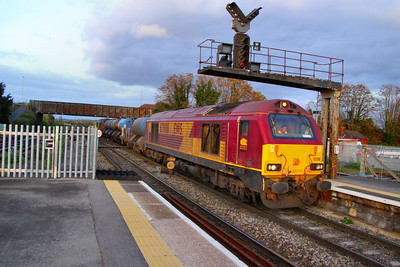67008 arrives into Westbury with an RHTT forming the: 3J41 15:18 Didcot Yard to Southall via Westbury  21/10/11