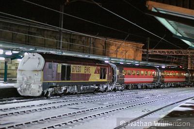 67030 departs Edinburgh on the rear of the: 1Z98 16:23 Edinburgh to Worcester Shrub Hill  01/12/10